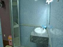 Motel Yaewaddy: bathroom