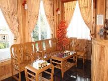Honey Pine Hotel: lobby