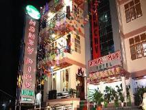 Honey Pine Hotel: exterior