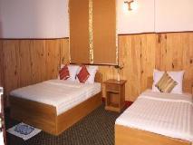 Honey Pine Hotel: guest room