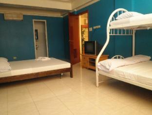 Airport Backpacker's Inn Manila - Suite Room