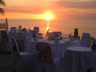 Blue Point Bay Villas & Spa Hotel Bali - Sunset Main Pool (Dinner)