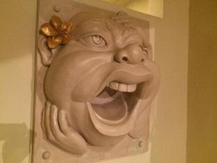 Green Garden Hotel Bali - Balinese Mask wall statue