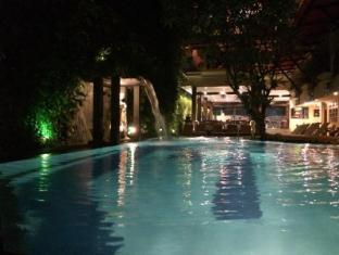 Green Garden Hotel Bali - Pool at Night