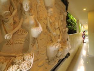 Green Garden Hotel Bali - Corridor to Hotel Rooms