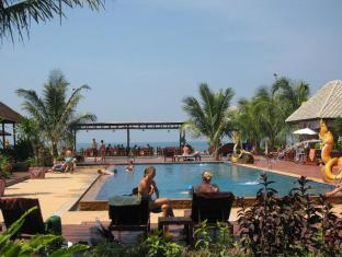 Nakara Longbeach Resort Koh Lanta - Swimming Pool