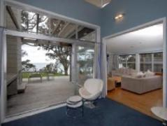 Absolute Waterfront House - Coopers Beach | New Zealand Budget Hotels
