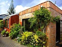 Denby Crest Holiday House | New Zealand Hotels Deals
