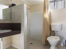 Nambour Lodge Motel: bathroom