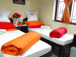 Kahene kahe voodiga tuba