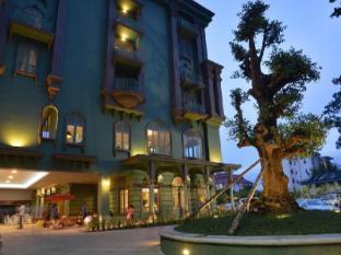 At Pingnakorn Huaykaew Hotel Chiang Mai - Entrance