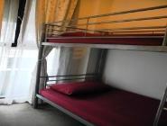 Dve ločeni postelji, slog s pogradi