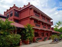 Manaw Thu Kha Hotel: main building