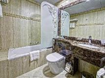 White Feather Hotel Apartments: bathroom
