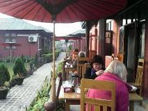 Pyi Guest House: garden