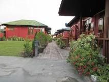 Pyi Guest House: exterior