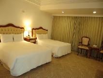 Hua Tong Hotel: guest room