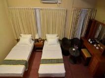 Kyi Tin Hotel: guest room