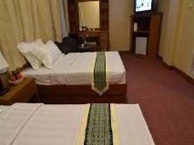 Kyi Tin Hotel: golf course