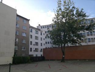/ms-my/apartman-maximilian/hotel/bratislava-sk.html?asq=5VS4rPxIcpCoBEKGzfKvtE3U12NCtIguGg1udxEzJ7nKoSXSzqDre7DZrlmrznfMA1S2ZMphj6F1PaYRbYph8ZwRwxc6mmrXcYNM8lsQlbU%3d