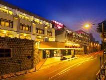 Riviera Hotel: exterior
