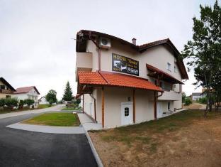 /guest-house-korita/hotel/plitvice-national-park-hr.html?asq=jGXBHFvRg5Z51Emf%2fbXG4w%3d%3d