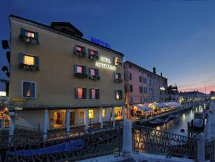 /fi-fi/hotel-arlecchino/hotel/venice-it.html?asq=vrkGgIUsL%2bbahMd1T3QaFc8vtOD6pz9C2Mlrix6aGww%3d