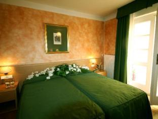 Roma Hotel Prague - Guest Room