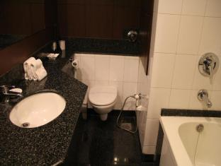 City Park Hotel New Delhi and NCR - Executive Room Bathroom