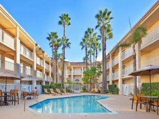 /ca-es/radisson-hotel-san-diego-rancho-bernardo/hotel/san-diego-ca-us.html?asq=vrkGgIUsL%2bbahMd1T3QaFc8vtOD6pz9C2Mlrix6aGww%3d