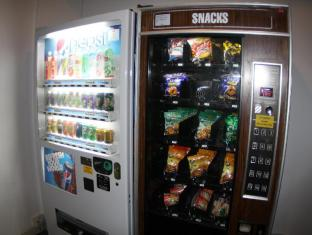 RELC International Hotel Singapore - Food Vending Machine at Level 1