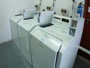 RELC International Hotel Singapore - Laundromat