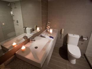 RELC International Hotel Singapore - Bathroom