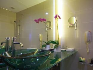 Hotel Royal @ Queens Singapore - Bathroom