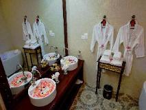Bagan Lodge Hotel: bathroom