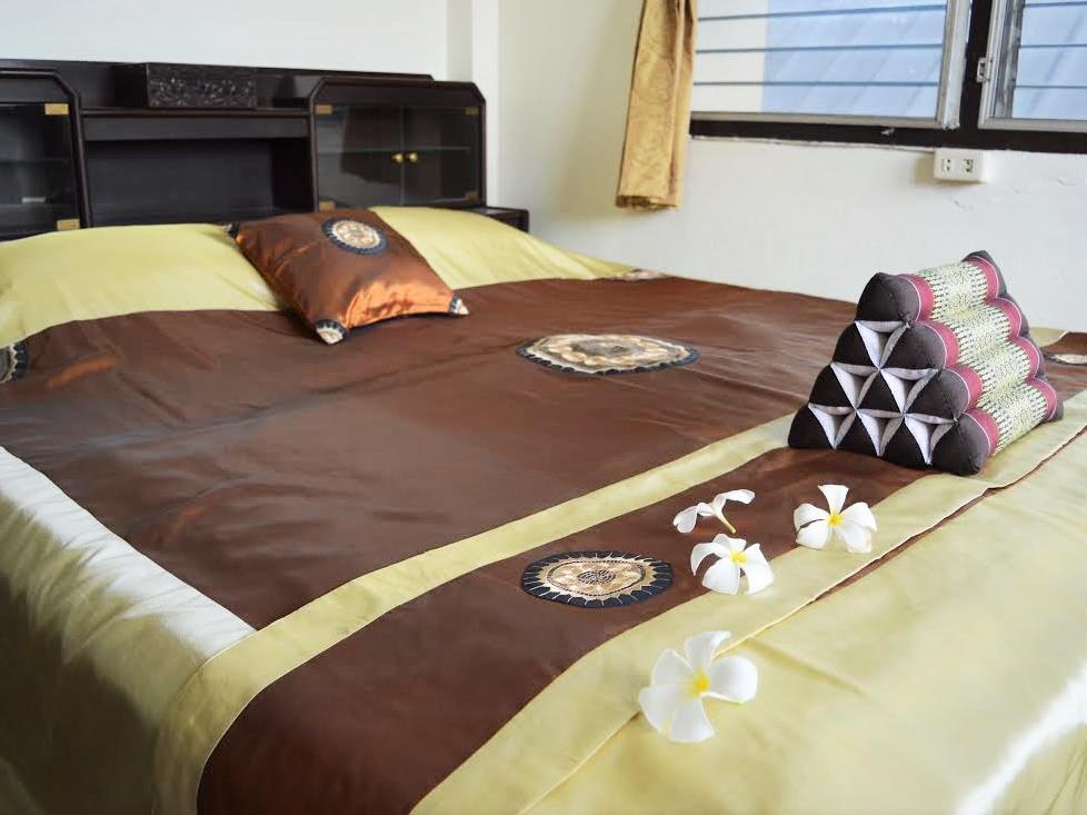 28 rachabutr hostel