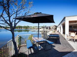 /waterfront-hotel/hotel/sunshine-coast-au.html?asq=jGXBHFvRg5Z51Emf%2fbXG4w%3d%3d
