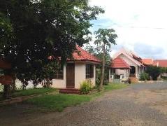 Vangxang Savanh Resort | Laos Budget Hotels