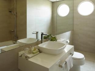 Astoria Plaza Full Service Residential Suites Manila - Bathroom