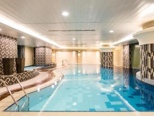 The Linden Suites Manila - Swimming Pool