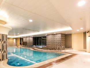 The Linden Suites Manila - Swimming Pool