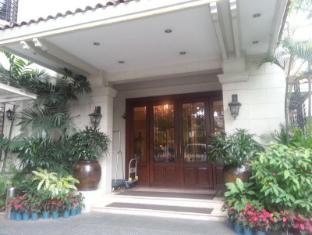 Orchid Garden Suites Manila - Entrance