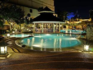 Waterfront Cebu City Hotel and Casino Cebu - Swimming Pool