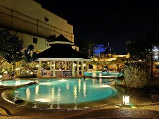 Waterfront Cebu City Hotel and Casino Cebu - Kolam renang