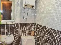 Din Dian Hostel: bathroom