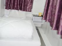 OM Guest House: guest room