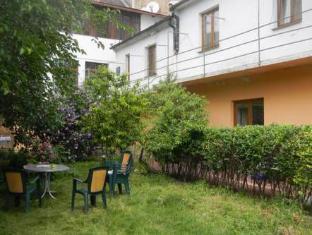 /zh-cn/juraj-s-outback-hostel/hotel/bratislava-sk.html?asq=5VS4rPxIcpCoBEKGzfKvtE3U12NCtIguGg1udxEzJ7nKoSXSzqDre7DZrlmrznfMA1S2ZMphj6F1PaYRbYph8ZwRwxc6mmrXcYNM8lsQlbU%3d