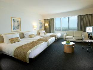 Regal Airport Hotel Hong Kong - Triple Room - 3 Single Beds