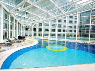 Regal Airport Hotel Hong Kong - Swimming Pool - Indoor