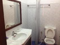 Senehuaphan Guesthouse: bathroom